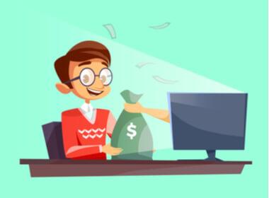 gamer kasino online tersenyum yang sangat senang bermain di laptop dengan tangan memegang sekantong uang yang keluar dari layar