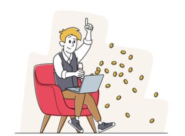 seorang gamer kasino online tersenyum bermain di laptopnya dengan koin terbang keluar dari komputernya mewakili bonus yang baru saja dia terima